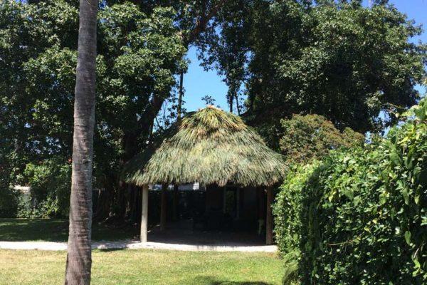 residential-tiki-huts-02